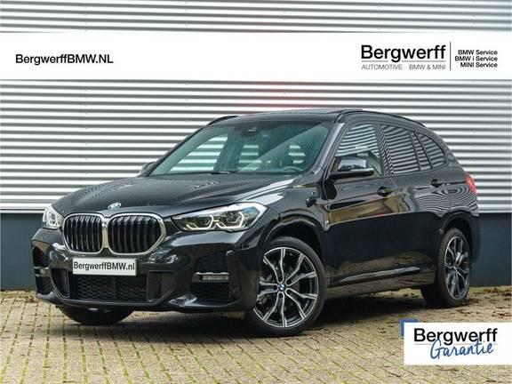 BMW X1 xDrive20i High Executive - M-Sport - Memoryzetel - Trekhaak - Harman Kardon