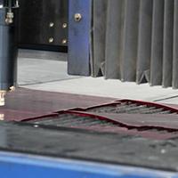 Tramite lavorazione laser è possibile incidere la lastra in forme complesse senza rovinare i bordi