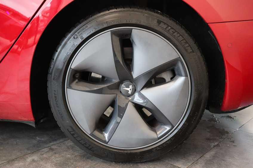 "Tesla Model 3 Long Range   prijs ex.btw 45950,-   FSD! Rood Zwart Navigatie 18""LM 4% Bijtelling Privacy glas 351 PK! afbeelding 9"