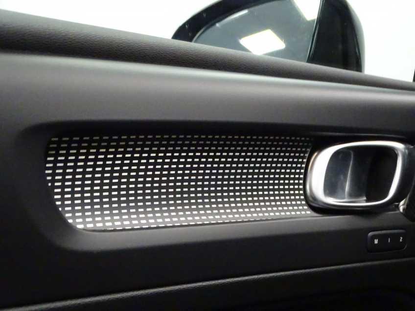 """Volvo XC40 Recharge P8 AWD R-Design EX BTW 20""""LM Panorama Leder 8% Bijtelling meerdere op voorraad! afbeelding 7"""