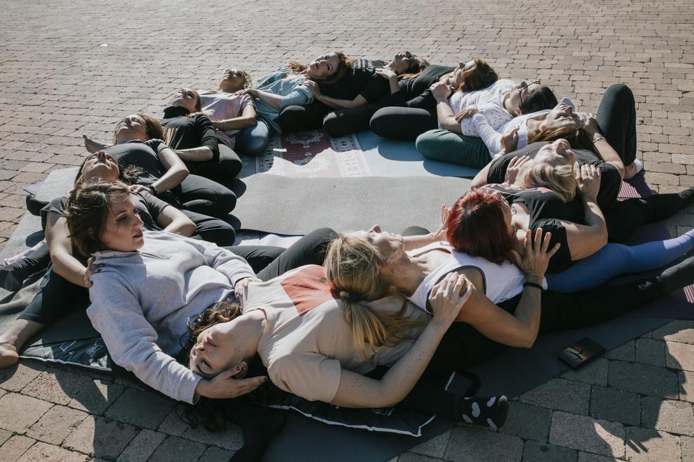 yoga circulo mujeres