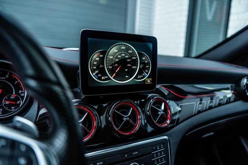Mercedes-Benz CLA-Klasse 45 AMG 4MATIC, 381 PK, Facelift, Pano/Dak, Camera, Night/Pakket, AMG-Sportuitlaat, 52DKM!! afbeelding 16