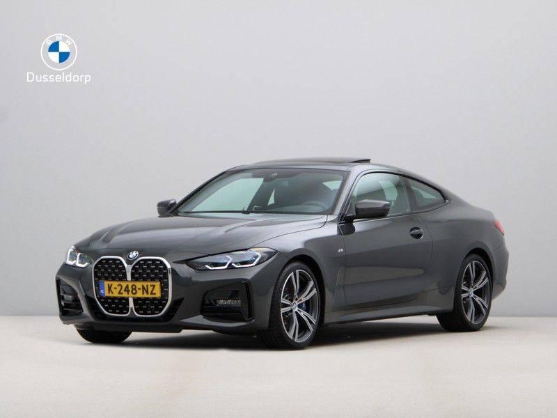 BMW 4 Serie 420i Coupé High Exe M-Sport Aut. afbeelding 1