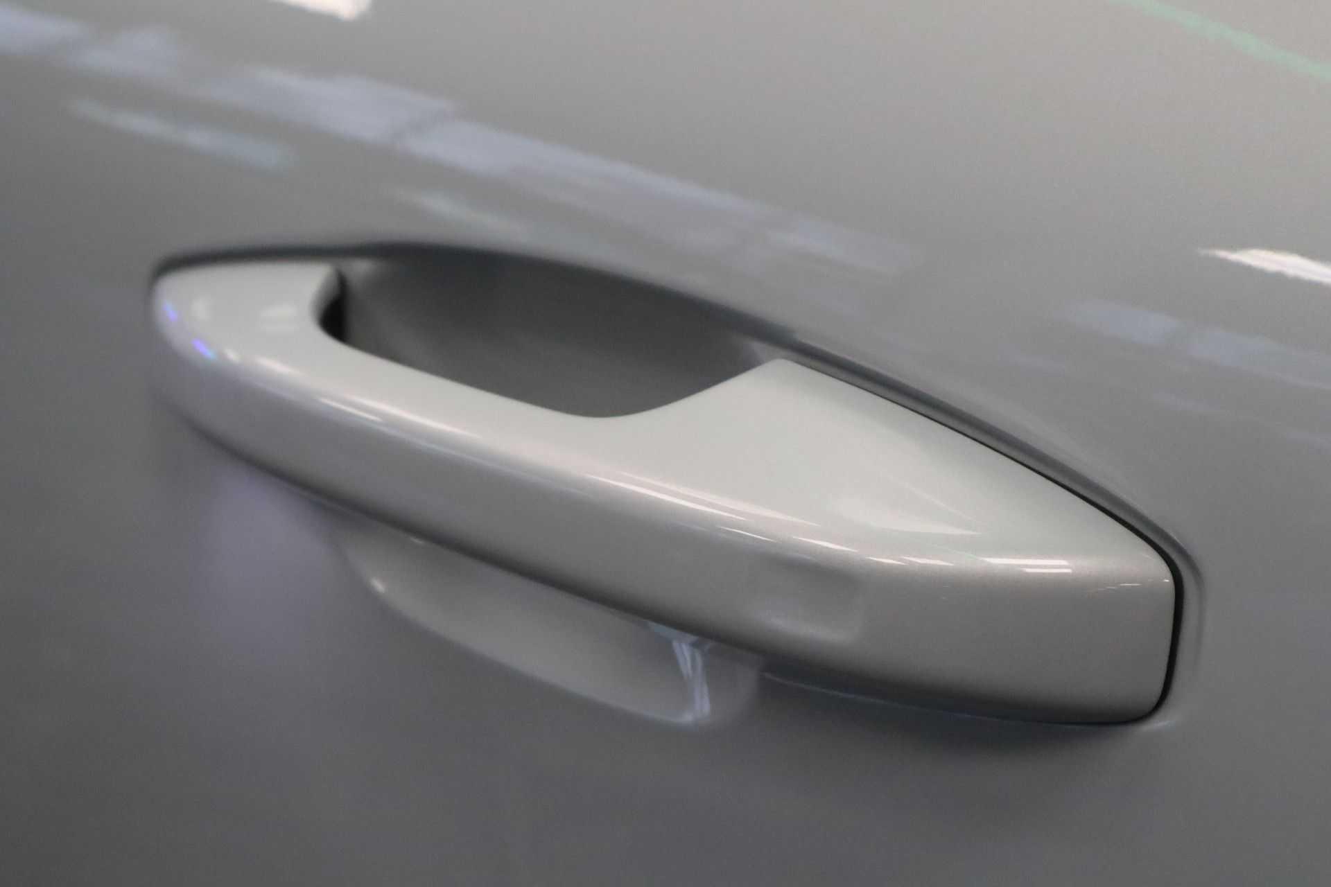 "Volvo XC40 Recharge P8 AWD R-Design EX BTW! Panoramadak 360 Camera 20""LM 8% Bijtelling Direct Leverbaar afbeelding 3"
