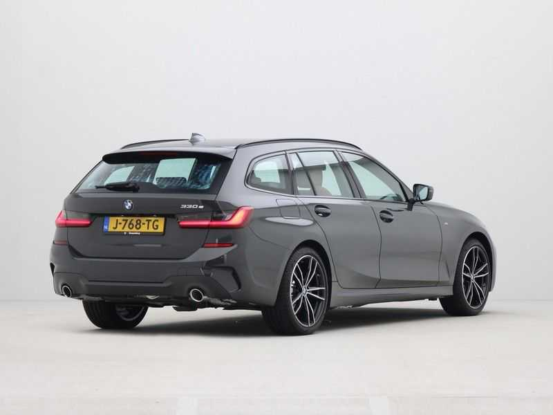 BMW 3 Serie Touring 330e PHEV High Executive M-Sport Automaat afbeelding 2