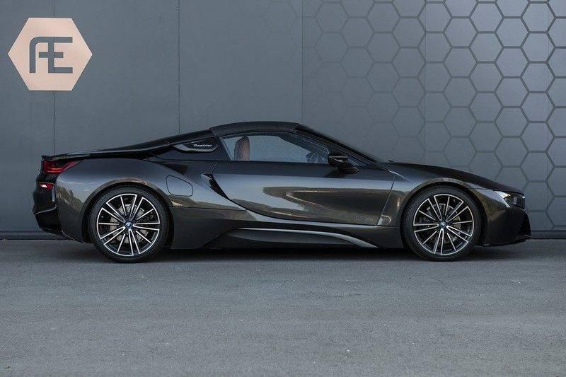 BMW i8 Roadster Dry Carbon, Carbon interieur afwerking, Accaro fijn nappa leder, Progressive package , Laser LED Koplampen afbeelding 8