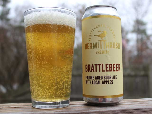 A 16oz can of Brattlebeer poured into a pint glass