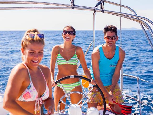Plan the perfect spring break with sailing holidays in Greece