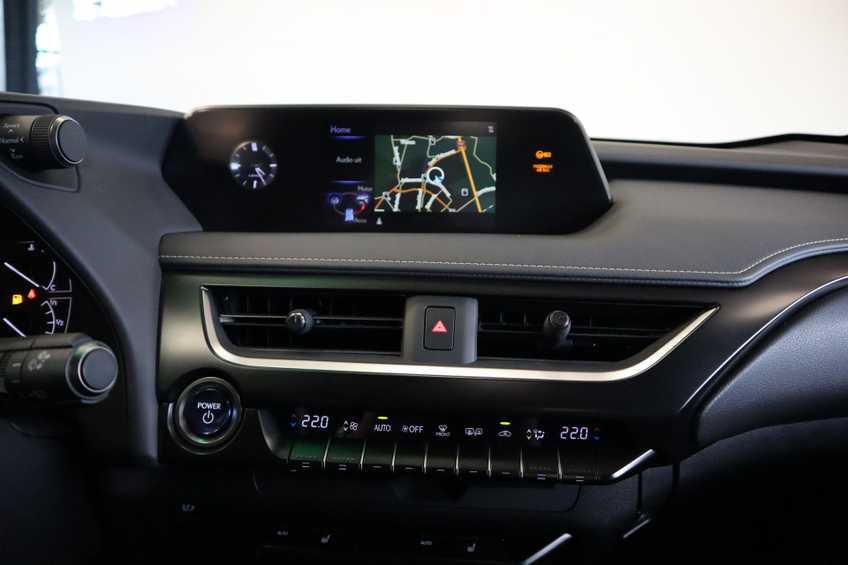 """Lexus UX 250h F Leder Navigatie Clima Cruise Camera Elektr. Klep 18""""LM *tot 24 maanden garantie (*vraag naar de voorwaarden) afbeelding 5"""