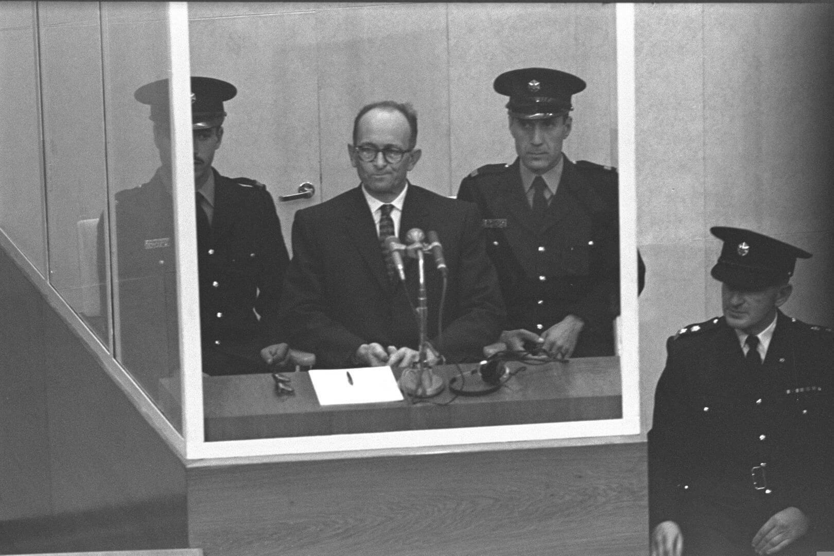 Адольф Эйхман насуде вИзраиле в1961году / theglobeandmail.com