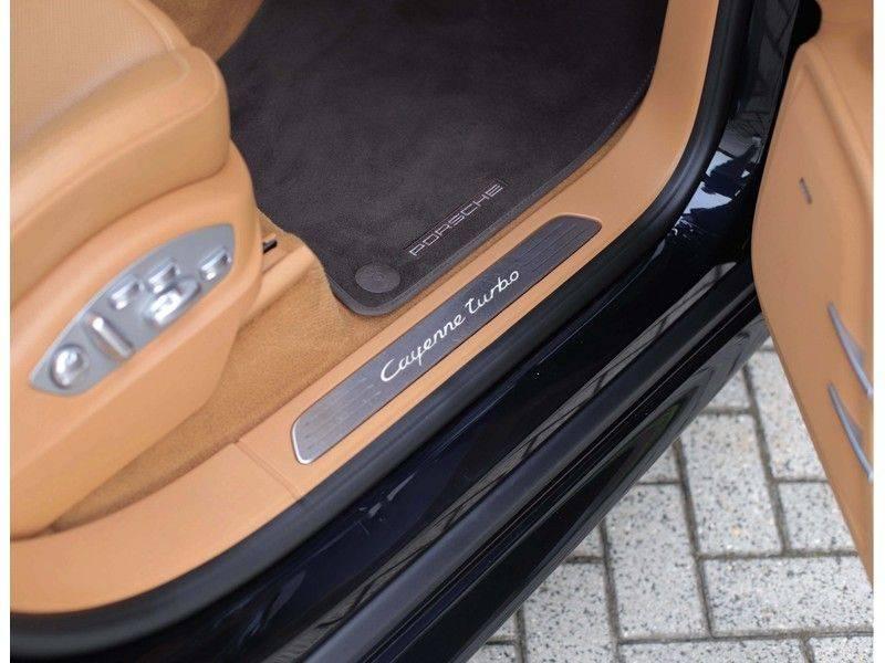 Porsche Cayenne Turbo *SportDesign*Pano*360cam*Chrono*Soft-Close* afbeelding 22