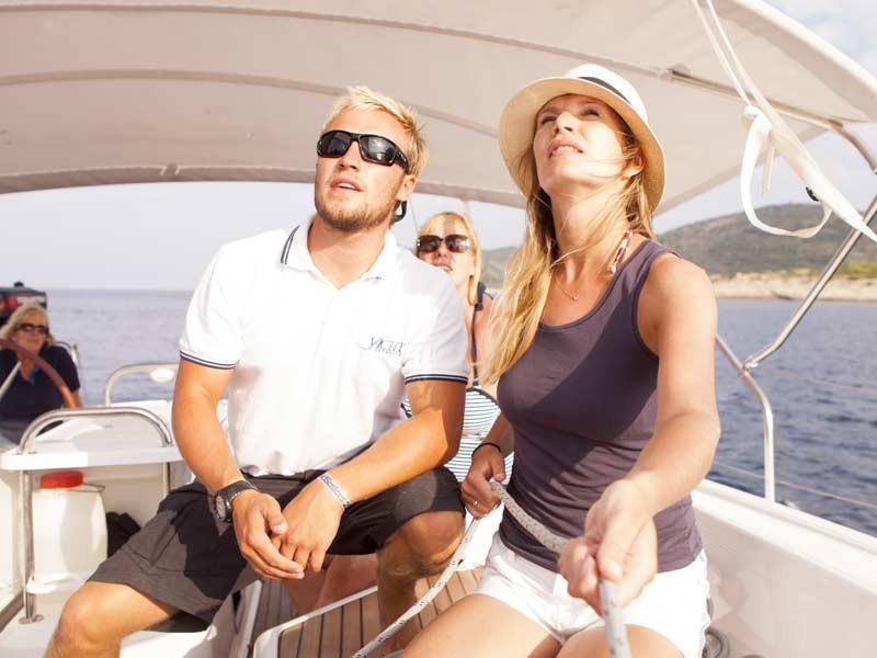 Skipper & Host