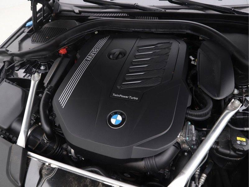 BMW 5 Serie Sedan 540i High Executive M-Sport Automaat afbeelding 4