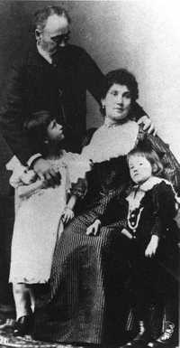 Emile Zola with his children and wife Jeanne Rozerot