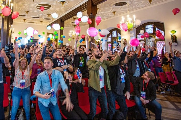 SmashingConf 2019 opening with balloons