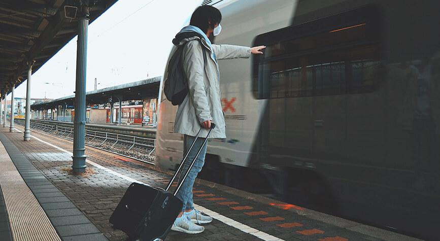 Photographie d'un homme ayant raté son train