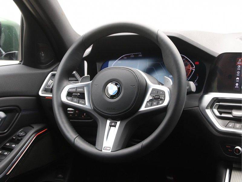 BMW 3 Serie 320i Touring Executive Edition M-sport afbeelding 2