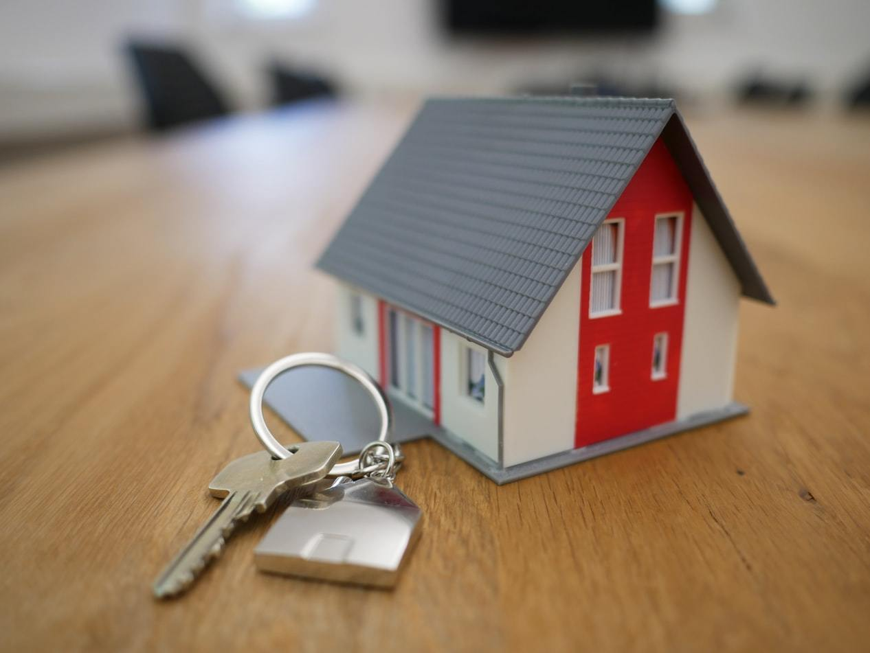 Reasons to sell through an estate agent