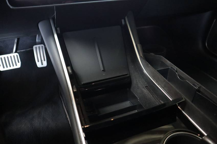 """Tesla Model 3 Long Range   prijs ex.btw 45.889,-   4% 19""""LM Grijs Zwart Performance Look afbeelding 28"""
