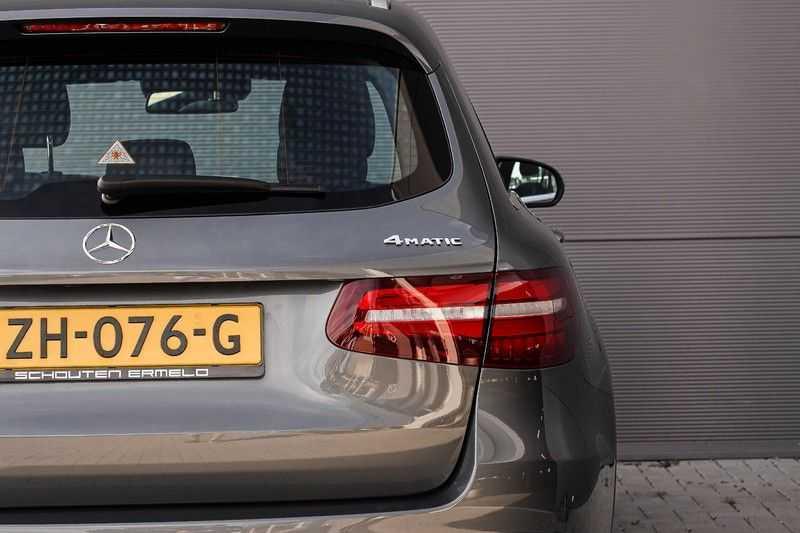 Mercedes-Benz GLC 250 4MATIC Sport Edition AMG Pano Trekhaak Camera 360° afbeelding 15