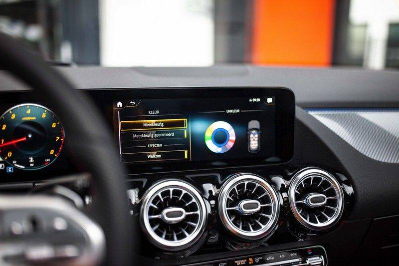 Mercedes-Benz GLA 200 AMG Line *Pano / HUD / Memorystoelen / 360 Cam / Burmester* afbeelding 14