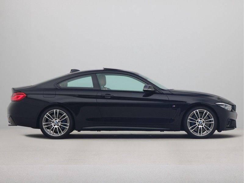 BMW 4 Serie Coupé 440i High Executive M-Sport afbeelding 8