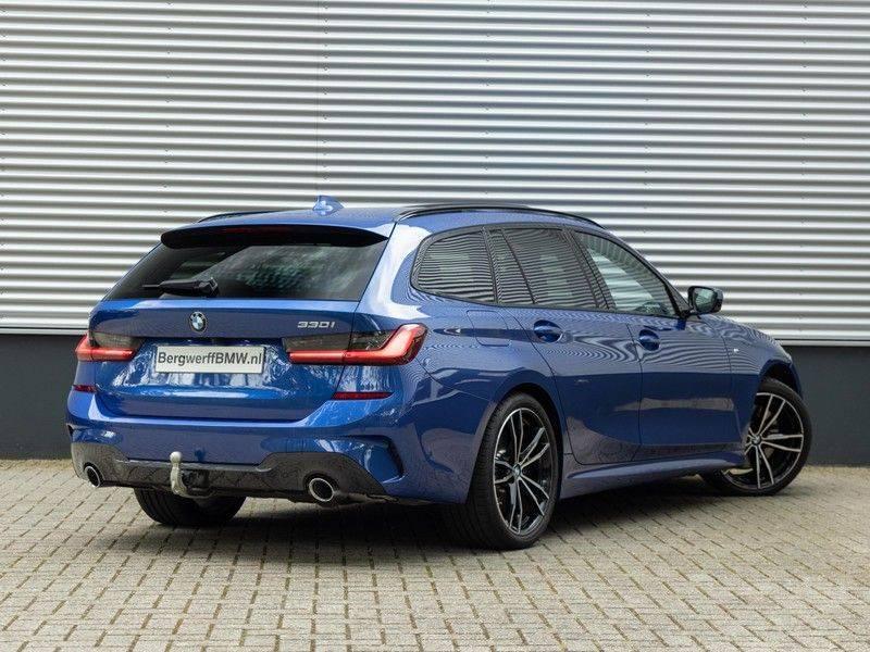 BMW 3 Serie Touring 330i M-Sport - Panorama - Trekhaak - DAB - Harman Kardon afbeelding 2