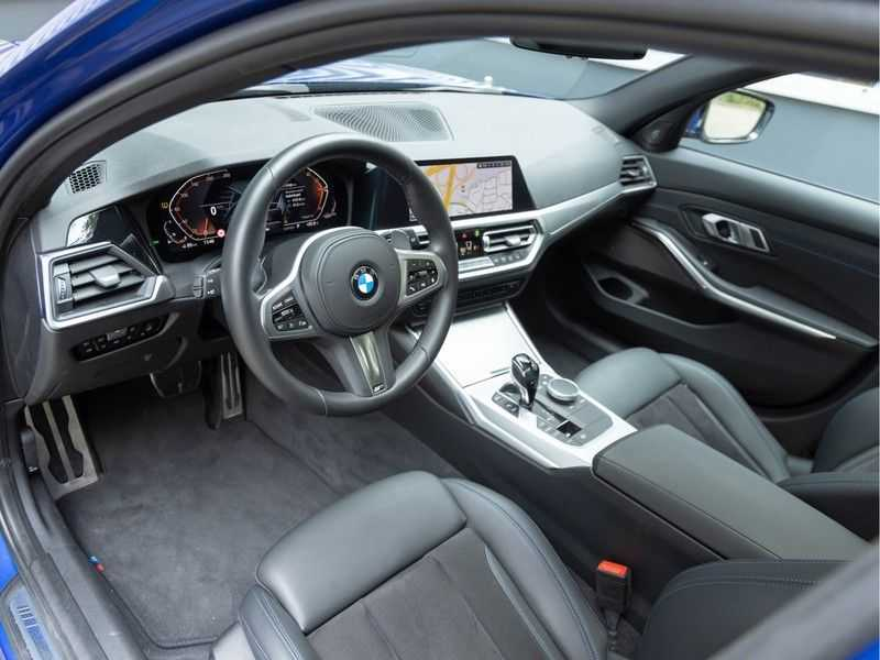 BMW 3 Serie Touring 330i M-Sport - Panorama - Trekhaak - DAB - Harman Kardon afbeelding 12