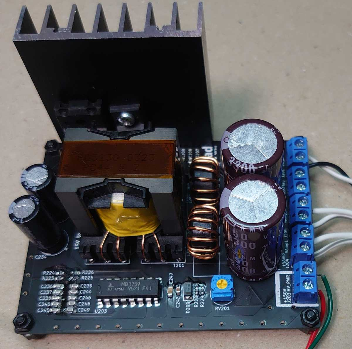 KiCadで設計してJLCPCBに発注した電源回路基板に部品を実装した。 cover image