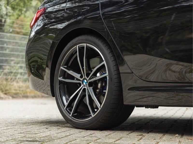 BMW 3 Serie Touring 330i M-Sport - Individual - Memoryzetel - Panorama - Trekhaak afbeelding 11
