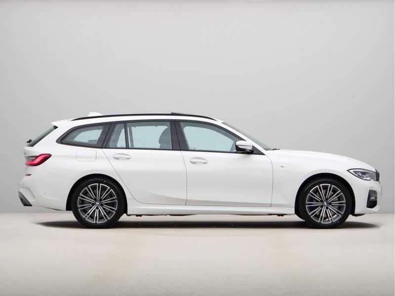BMW 3 Serie Touring 330e xDrive Exe M-Sport Hybrid afbeelding 3