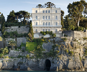 Villa Astor, a picco sul mare del Golfo di Napoli – FaberJour