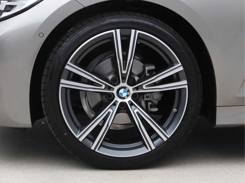 BMW 3 Serie Touring 318i Executive Model M Sport afbeelding 23