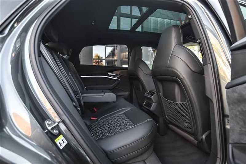 Audi e-tron SPORTBACK 55 QUATTRO S-EDITION HEAD-UP+22INCH afbeelding 2
