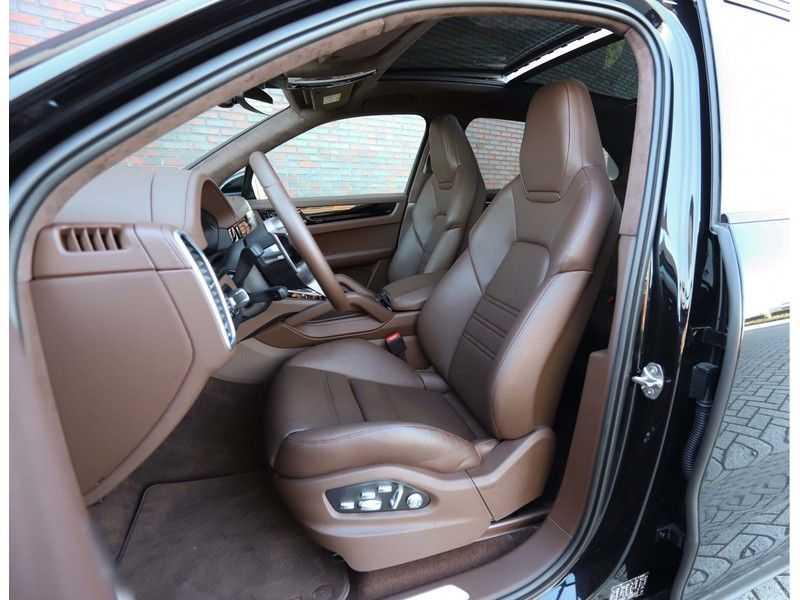 Porsche Cayenne 3.0 E-Hybrid *Pano*Chrono*ACC*PASM*HUD*Bose* afbeelding 24