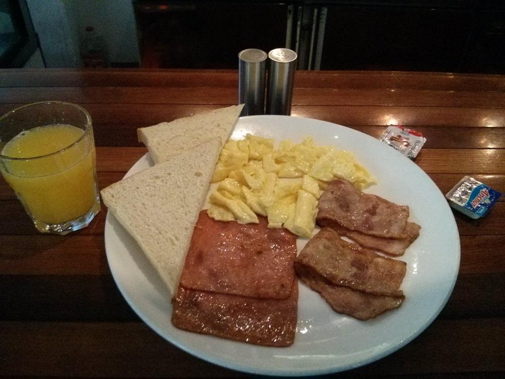 """""""American Breakfast"""" im chinesischen Hostel."""