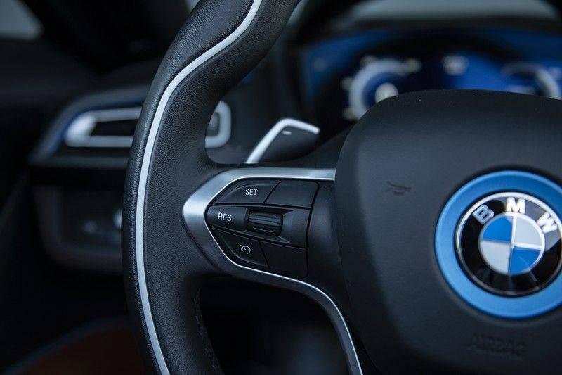 BMW i8 Roadster Dry Carbon, Carbon interieur afwerking, Accaro fijn nappa leder, Progressive package , Laser LED Koplampen afbeelding 22