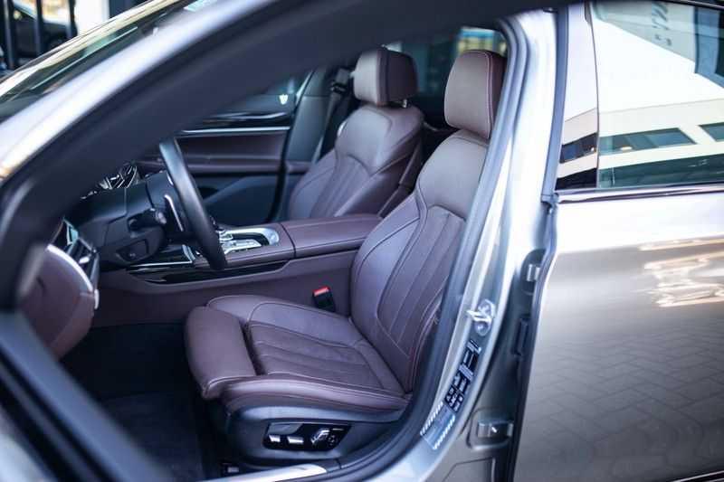 BMW 7 Serie 740d xDrive *Schuifdak / H&K / Memory / LED / ACC / Stoelventilatie* afbeelding 9