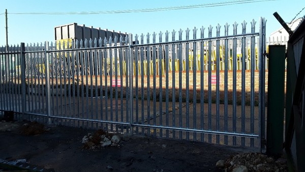 Palisade fencing with Spiked Top