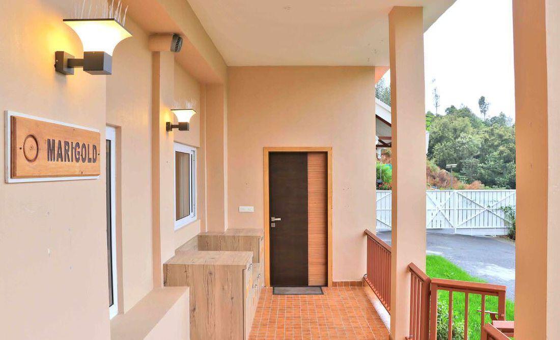 Entrance foyer at Streamside Marigold