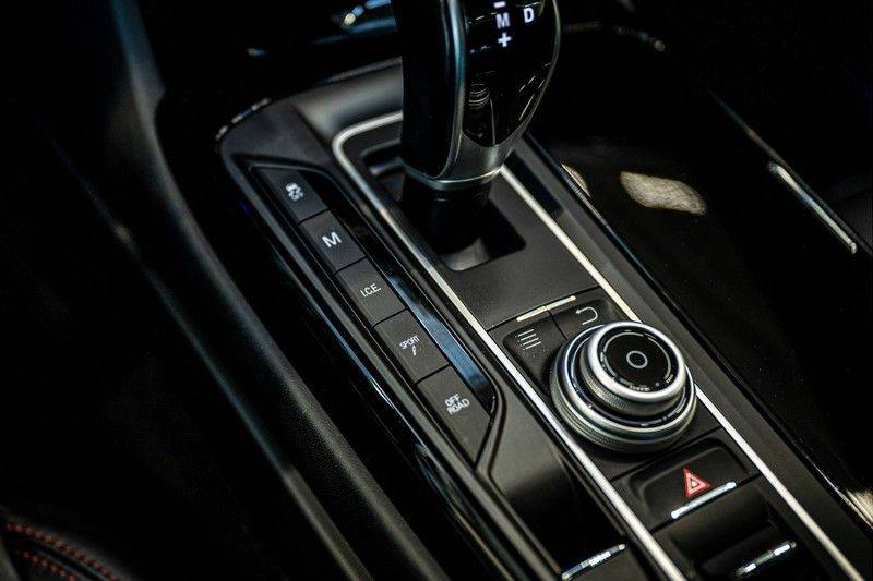 Maserati Levante 3.0 V6 D AWD | BTW | Black pack | Pano | Rood sticksel | Harman Kardon | Voertuigvolgsysteem | Nieuwe onderhoudsbeurt | afbeelding 23