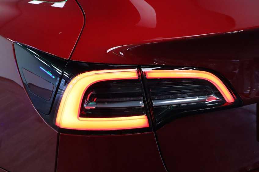"Tesla Model 3 Long Range   prijs ex.btw 45950,-   FSD! Rood Zwart Navigatie 18""LM 4% Bijtelling Privacy glas 351 PK! afbeelding 10"