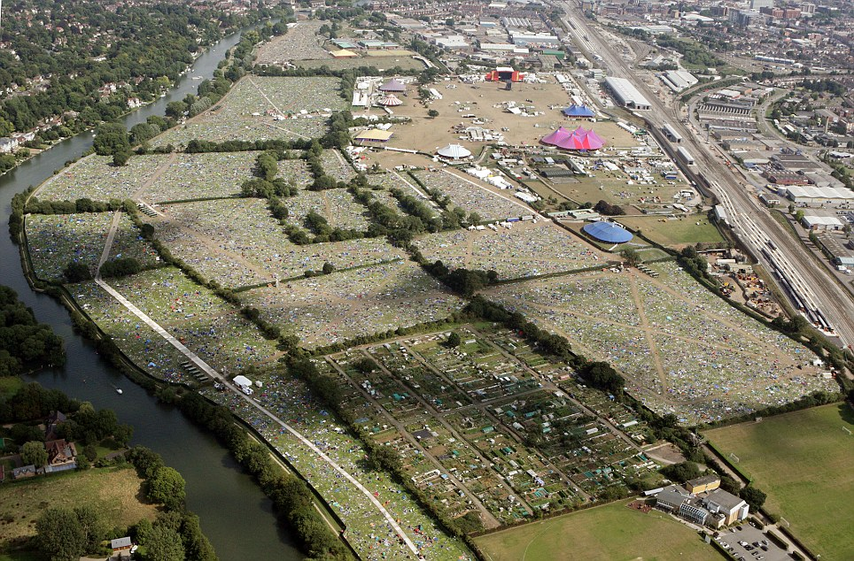 Reading Festival sea-of-litter