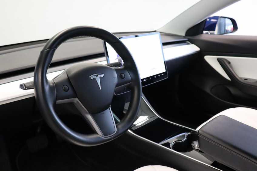"""Tesla Model 3 Long Range EX BTW 4% Bijtelling Navi Leder 18""""LM Blauw wit afbeelding 17"""