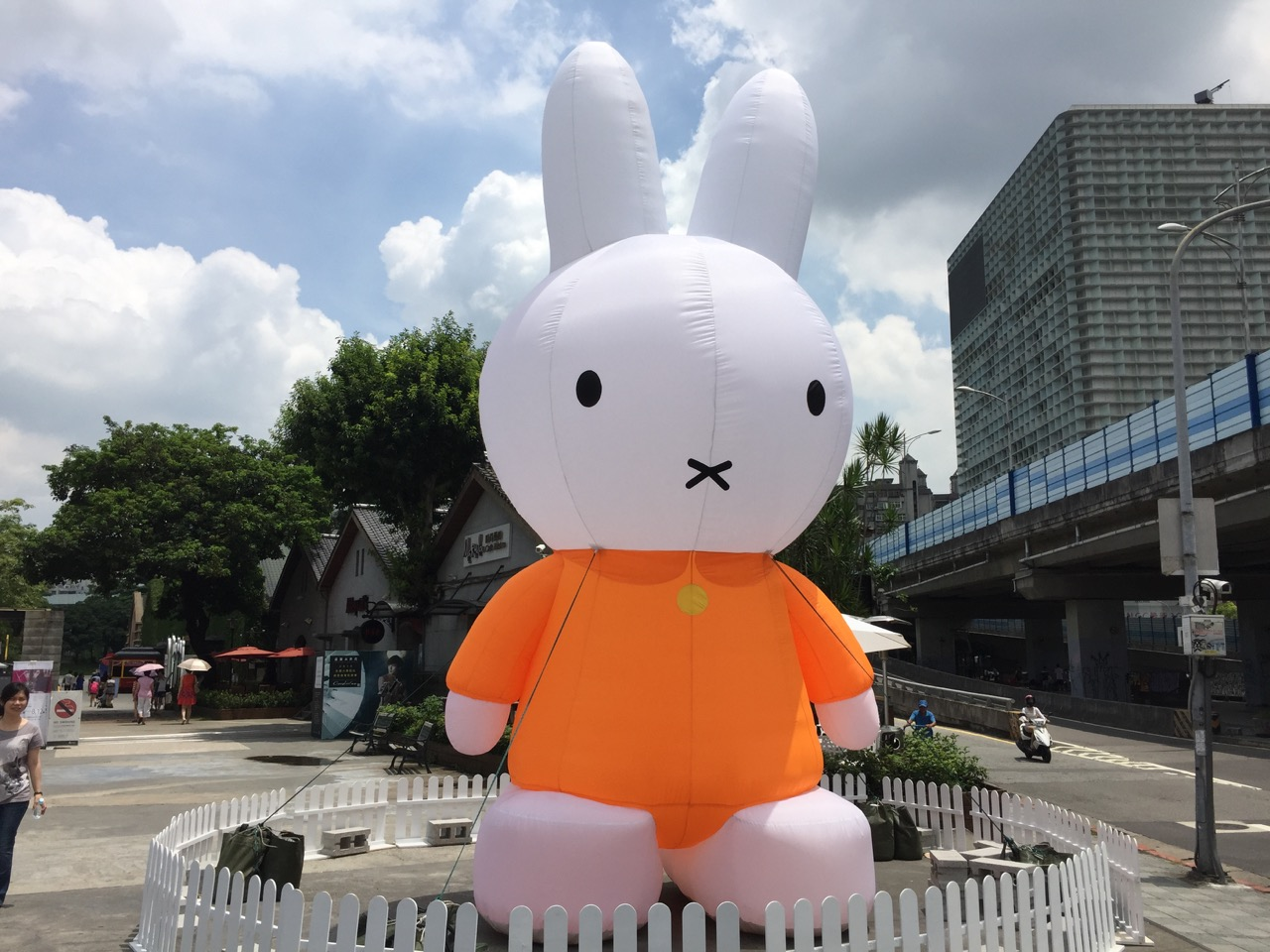 Miffy in the city