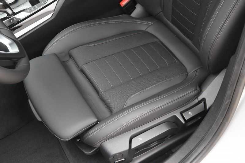 BMW 3 Serie 318i Sedan Exe Sportline Aut. afbeelding 22