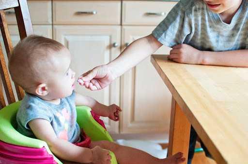 baby die eten krijgt