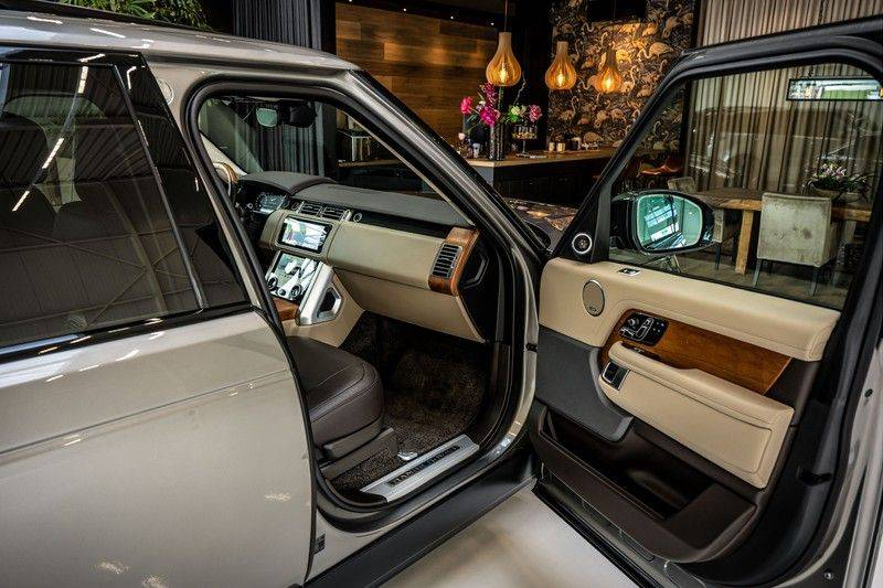 Land Rover Range Rover 4.4 SDV8 Black Pack | Panorama | Head-up Display | Trekhaak | Ambient lighting afbeelding 25