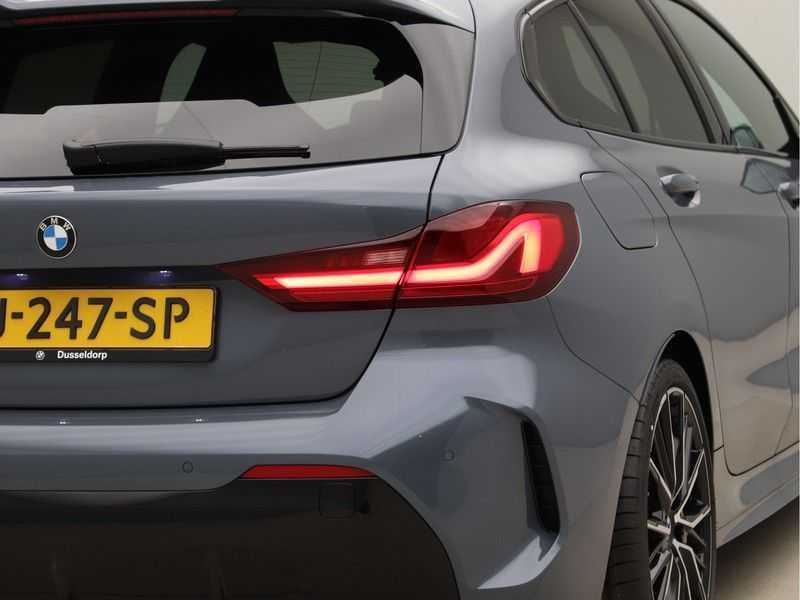 BMW 1 Serie 118i High Exe Edition Aut. M-Sport afbeelding 18