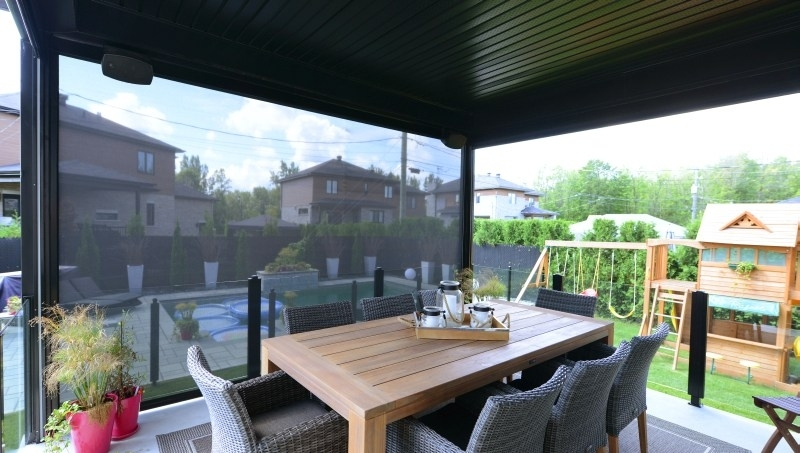 Mosquiteria Retractable Screen Wall